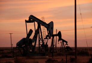 Oil Drill - Dani Simmonds - FreeImages