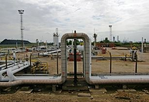 gas facility iraq-david wright wikimedia commons opt