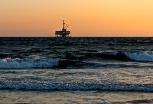 oil rig 2191711 640