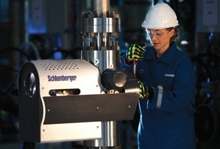 The new flowmeter enables operators to obtain accurate flow rate measurements in production testing and permanent monitoring. (Image source: Schlumberger)